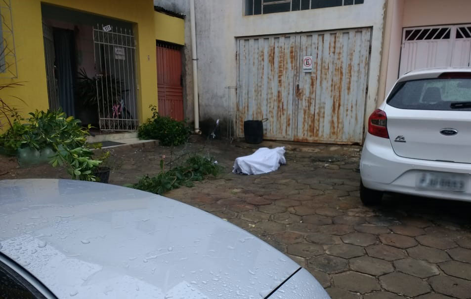 Vídeo mostra briga que terminou com homem morto a facadas em Caetité