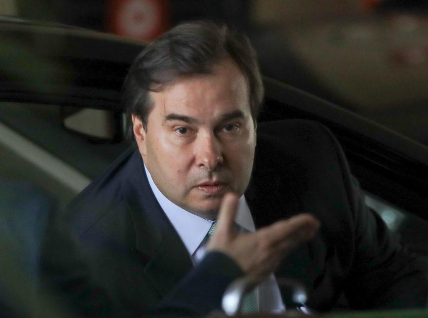 Após atritos e acusações de traição, Rodrigo Maia é expulso por unanimidade do DEM