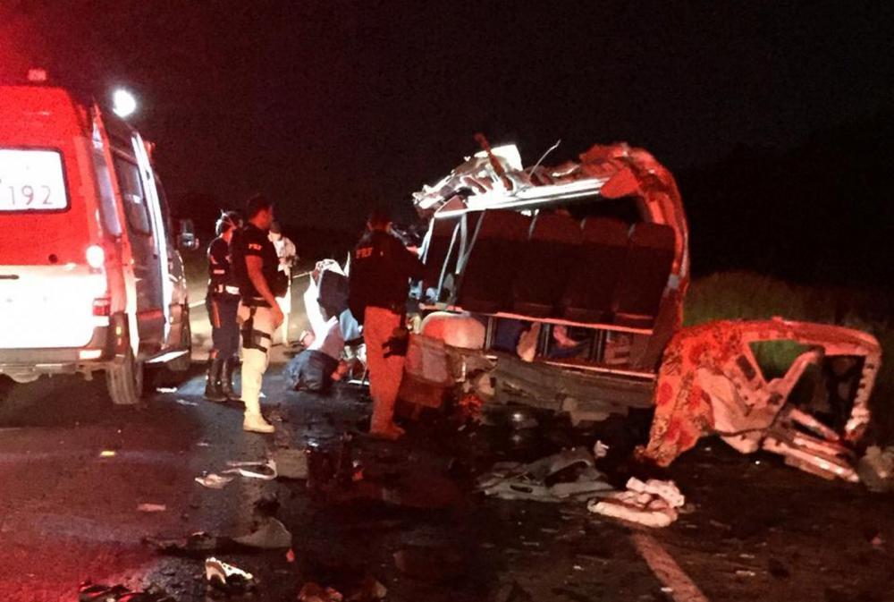 Oeste: Batida na BR-242 deixa quatro mortos e quatro feridos