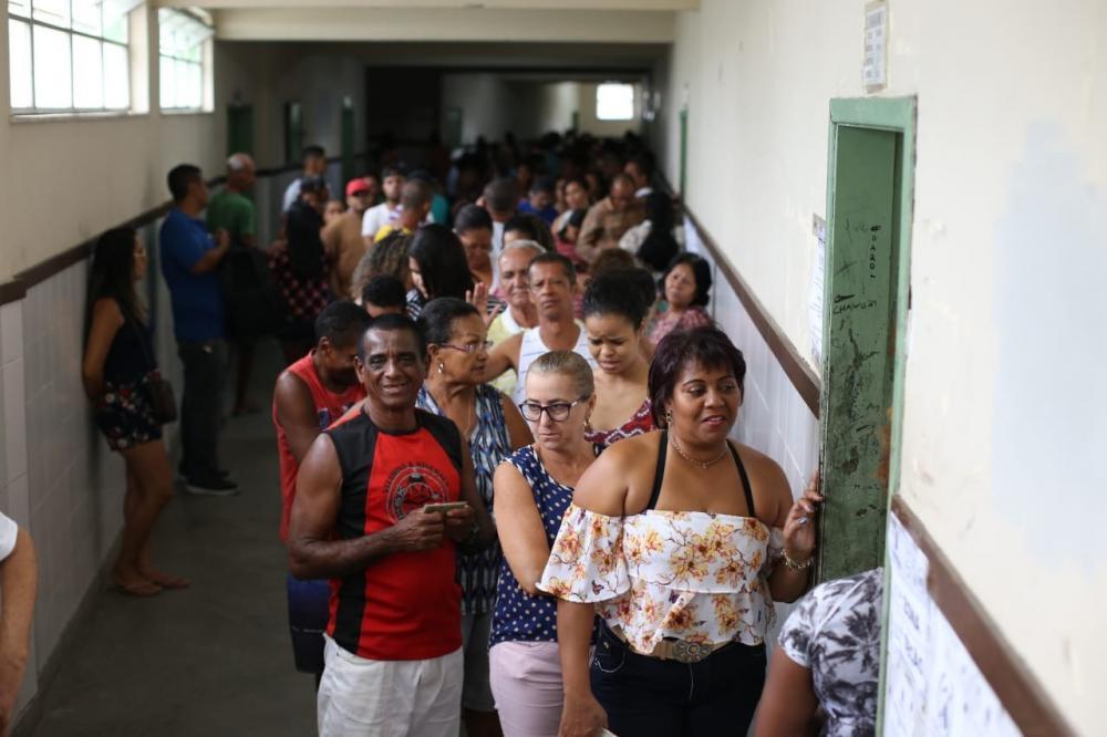 Resultado de imagem para Mais de 10 milhões de baianos irão às urnas hoje