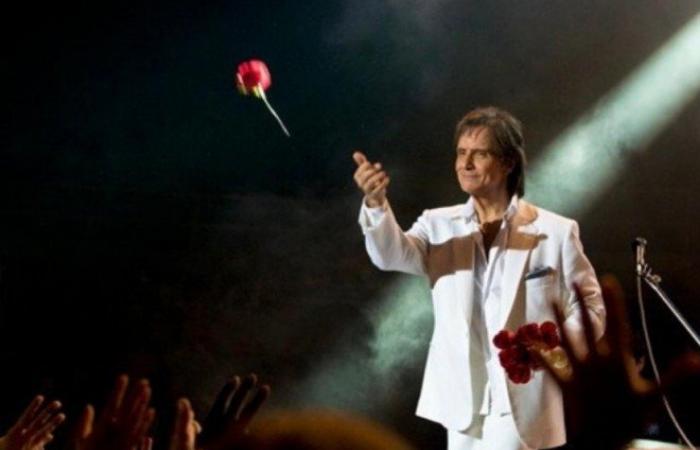 Globo não vai exibir especial de fim  de ano de Roberto Carlos este ano; decisão partiu do próprio cantor